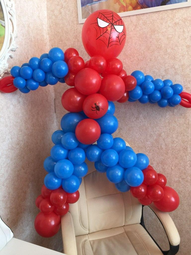 Человек паук из шаров